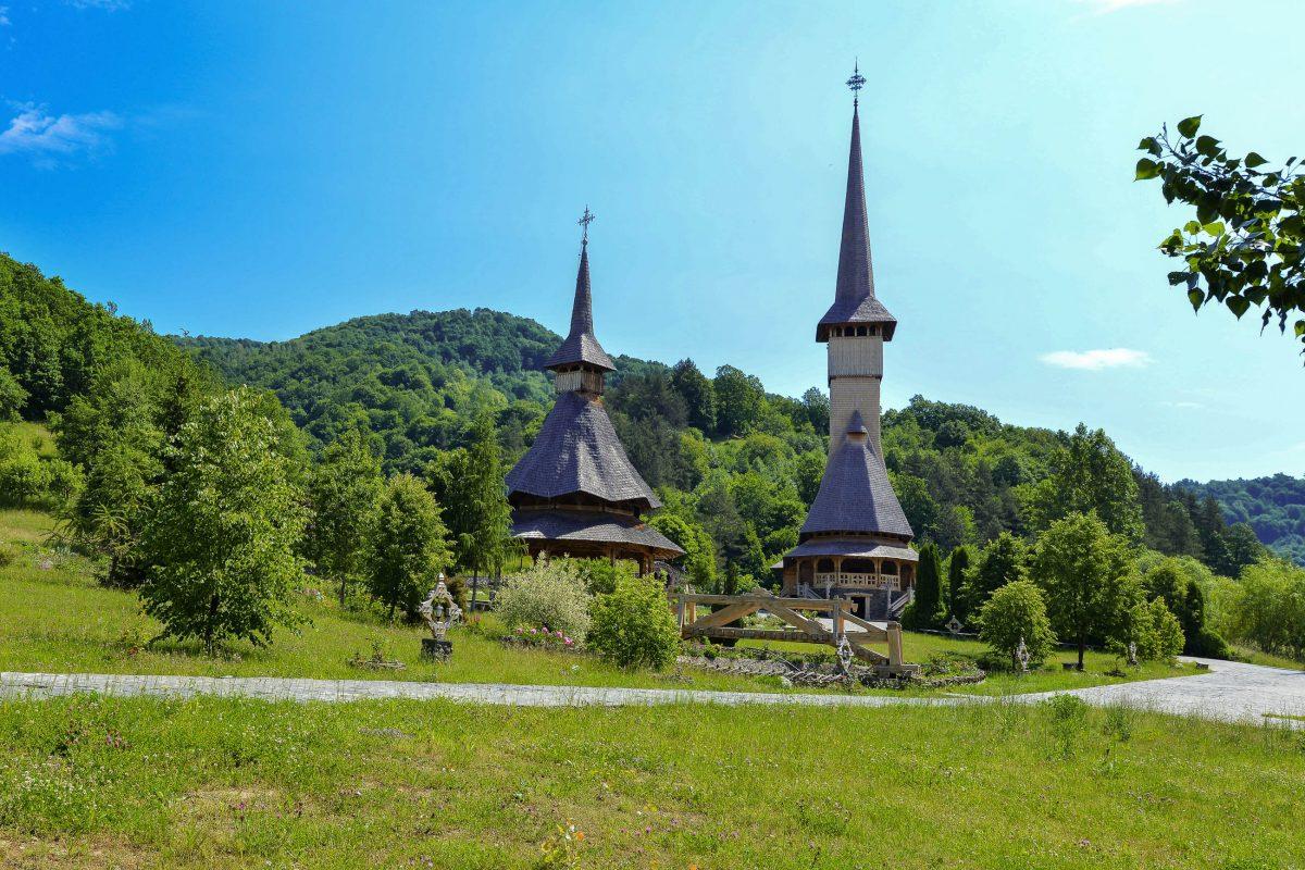 Die eindrucksvolle Klosteranlage der Stadt Bârsana im Norden von Transsylvanien zählt zu den schönsten und bemerkenswertesten Holzbauten Rumäniens - © FRASHO / franks-travelbox