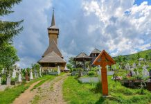 Botiza im Norden von Rumänien beherbergt eine traditionelle Holzkirche und ein sehenswertes Museumshaus - © FRASHO / franks-travelbox