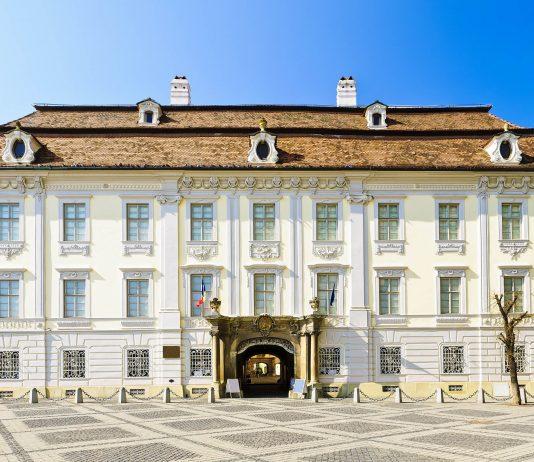Das Brukenthal Nationalmuseum in Sibiu (Hermannstadt) ist in sechs interessante Bereiche gegliedert und in fünf wundervollen historischen Gebäuden untergebracht, Rumänien - © draghicich / Fotolia