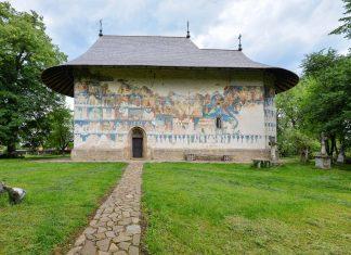 Das Kloster Arbore wird mit seinen lebendigen Fresken zu den schönsten Moldauklöstern Rumäniens gezählt - © FRASHO / franks-travelbox