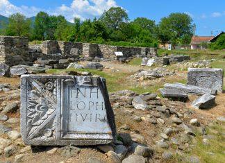 Das Forum zählt zu den besterhaltenen Strukturen der antiken römischen Stadt Ulpia Traiana Sarmizegetusa Regia in Rumänien - © FRASHO / franks-travelbox