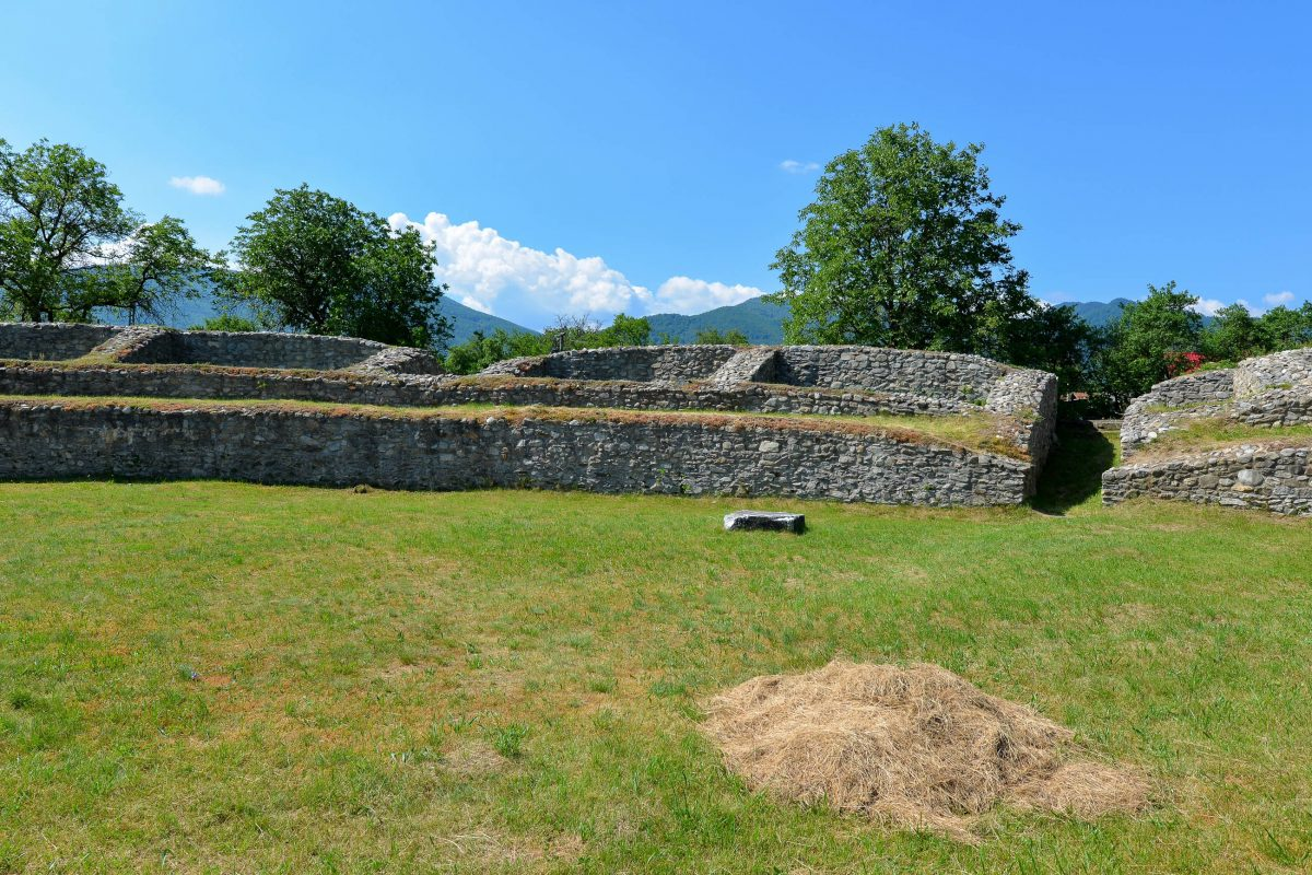 Die Häuser von Ulpia Traiana Sarmizegetusa Regia bestanden aus Stein und Marmor und waren innerhalb einer 5m hohen Stadtmauer gut geschützt, Rumänien - © FRASHO / franks-travelbox
