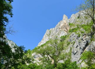 Die beeindruckende Thorenburger Schlucht in der Nähe von Cluj zählt zu den spektakulärsten Landschaftsformen Rumäniens - © FRASHO / franks-travelbox