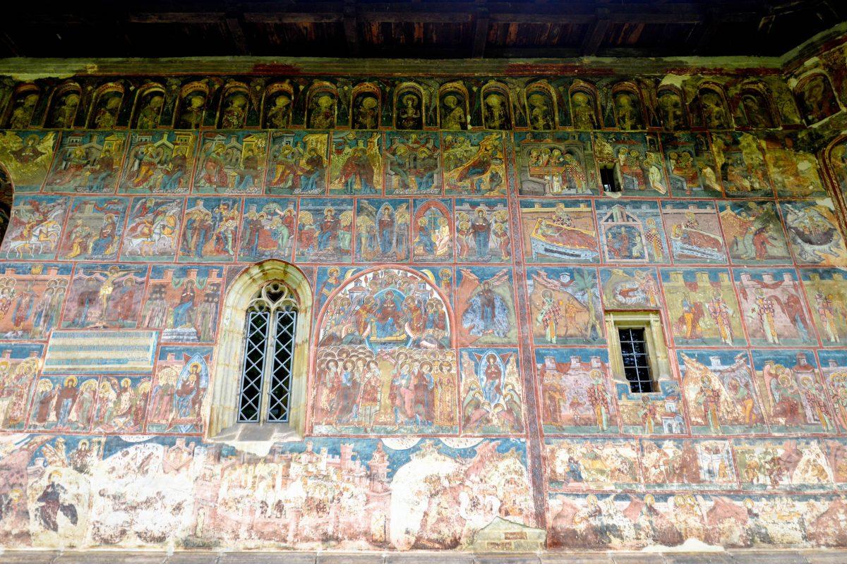 Die Fresken am Kloster Humor sind die ältesten aller Moldauklöster und trotzdem noch erstaunlich gut erhalten, Rumänien - © FRASHO / franks-travelbox