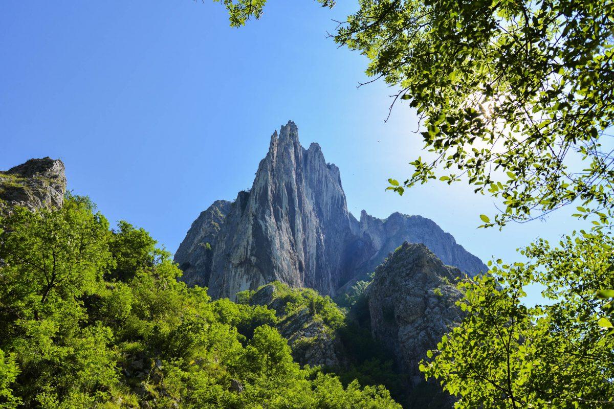 Die kolossalen Steilwände der Thorenburger Schlucht im Zentrum von Rumänien sorgen für atemberaubende Panoramablicke - © FRASHO / franks-travelbox