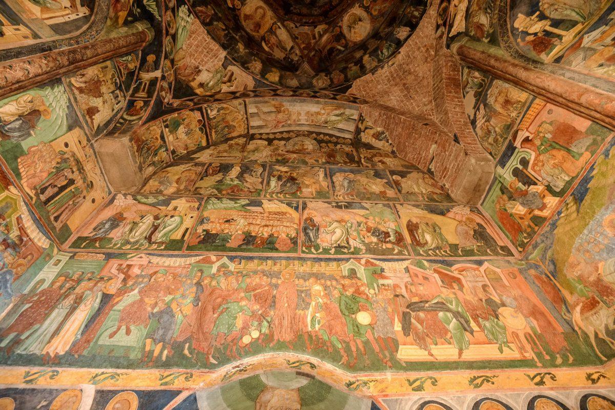 Die meisterhaften Malereien an der Kirche von Arbore stammen vom berühmten Meister Dragoș Coman aus Iași und dessen Schülern - © FRASHO / franks-travelbox