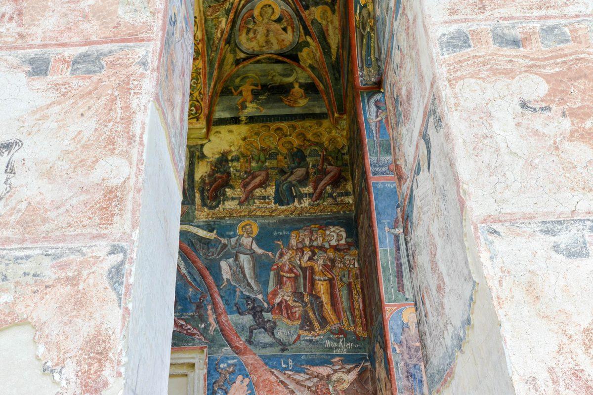 Die prächtigen Fassadenmalereien am Moldovița-Kloster im Norden Rumäniens wurden im Jahr 1537 von Toma Zugravul aus Suceava geschaffen - © FRASHO / franks-travelbox
