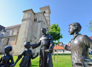 Die römisch katholische Kathedrale von Alba Iulia, Rumänien, ist älteste Kirche des Landes und letzte Ruhestätte der ungarischen Königsfamilie Hunyadi - © FRASHO / franks-travelbox