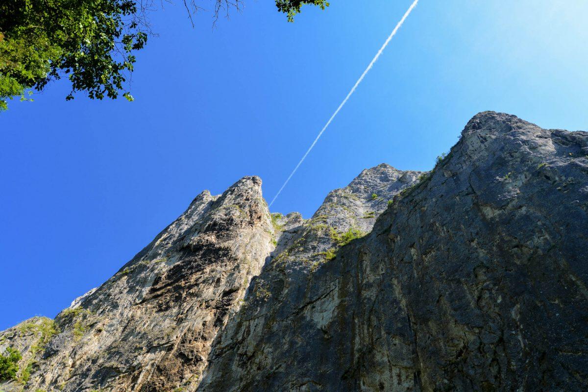 Die Steilwände der Cheile Turzii ragen bis zu 250 Meter in die Höhe und sind ein Paradies für Kletterer - © FRASHO / franks-travelbox