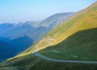 Die Transfogarascher Hochstraße verbindet in Rumänien Siebenbürgen mit der Walachei und gilt als spektakulärste Panoramastraße des Landes - © FRASHO / franks-travelbox