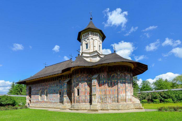 Gemeinsam mit den Klöstern Arbore, Voroneț und Sucevița zählt das Kloster Moldovița zu den schönsten Moldauklöstern der Bukowina im Norden Rumäniens - © FRASHO / franks-travelbox