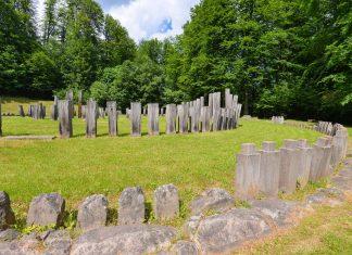 """Gemeinsam mit fünf weiteren Festungen in der Umgebung zählt die """"königliche Felsenfestung"""" in Rumänien seit 1999 zum Weltkulturerbe der UNESCO - © FRASHO / franks-travelbox"""
