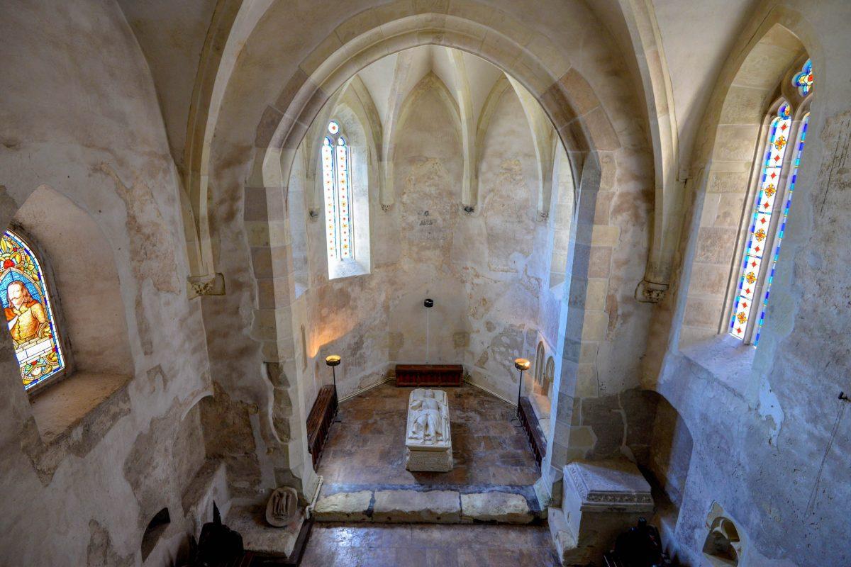 Die Kapelle, deren Bau bereits im Jahr 1442 begonnen wurde, bildet den ältesten Teil der Burg Hunedoara in Rumänien - © FRASHO / franks-travelbox