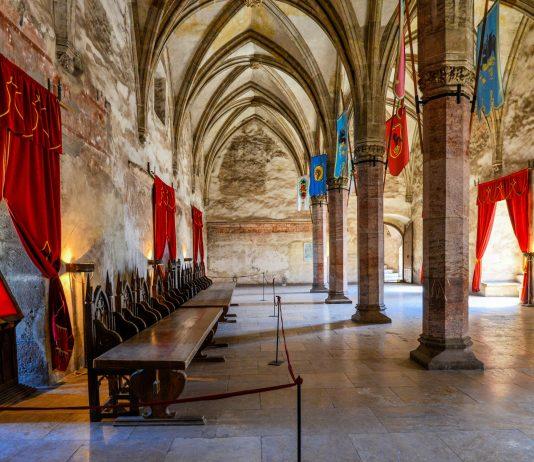 Die prächtigen Innenräume der Burg von Hunedoara in Rumänien stellten bereits die Kulisse einiger Hollywood-Filme - © FRASHO / franks-travelbox