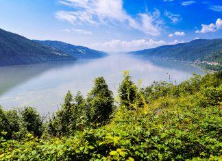 Im Donaukessel zwischen Serbien und Rumänien ist die Donau nur 200 Meter breit und gewaltige 80 Meter tief - © FRASHO / franks-travelbox