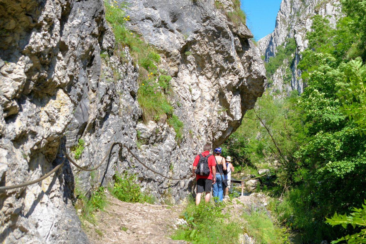 Im Tal der Cheile Turzii in Rumänien wurde ein gut befestigter Pfad angelegt, der dem Wanderer die atemberaubende Schönheit der Schlucht näherbringt - © FRASHO / franks-travelbox