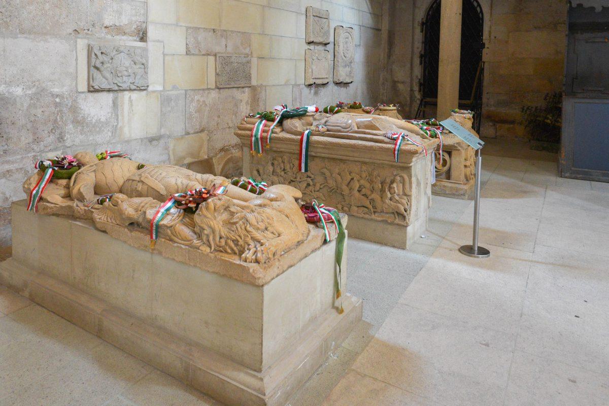 In der katholischen Kirche von Alba Iulia, Rumänien, liegt die Familie Hunyadi begraben, von denen János von 1446 bis 1452 König von Ungarn war - © FRASHO / franks-travelbox