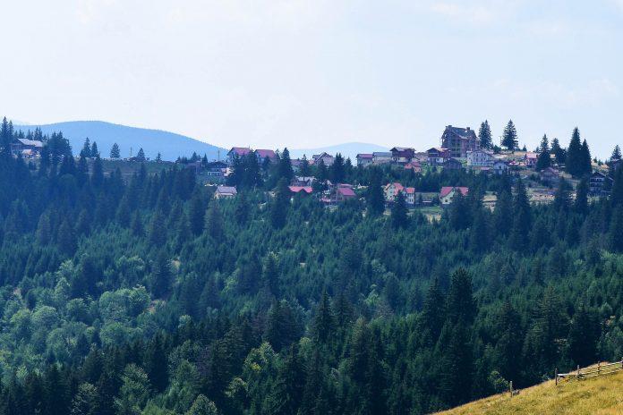 Das geruhsame Păltiniș in der Nähe von Sibiu ist der höchstgelegene Ski- und Kurort des Landes und perfekte Ausgangsbasis für Ausflüge ins Cindrel-Gebirge, Rumänien - © FRASHO / franks-travelbox