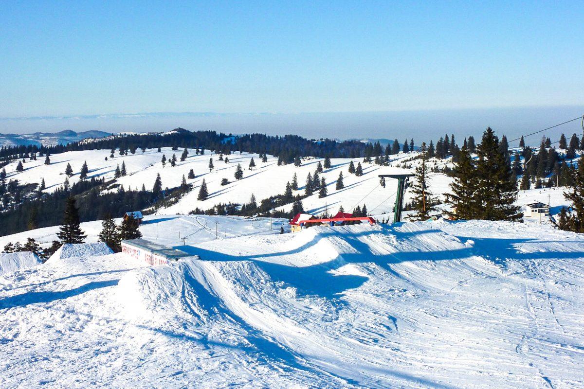 Im Winter pilgern die Bewohner der Umgebung zur knapp 2km langen Skipiste von Păltiniș, Rumänien - © Gelu Stanescu CC BY-SA3.0/Wiki