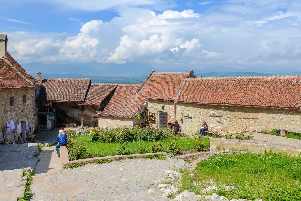 Heute fungiert die mittelalterliche Burgruine von Râșnov als Freilicht-Museum, das einen wichtigen Anziehungspunkt für Rumäniens Touristen darstellt - © FRASHO / franks-travelbox