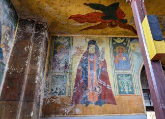 Jeder Winkel der Kirche von Săpânţa ist mit herrlichen Wandmalereien versehen, Rumänien - © FRASHO / franks-travelbox