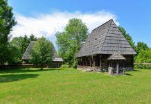 An die 30 vollständig eingerichtete traditionelle Gutshöfe können im Freilichtmuseum von Sighetu Marmatiei besichtigt werden, Rumänien - © FRASHO / franks-travelbox