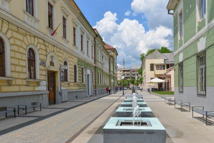 Blick auf die Strada Corneliu Copusu zwischen dem Sighet Memorial und der Hauptstraße von Sighetu Marmatiei   - © FRASHO / franks-travelbox