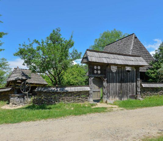 Das Dorfmuseum in Sighetu Marmatiei informiert den Besucher auf anschauliche Weise über das traditionelle Leben in den Maramureș, Rumänien - © FRASHO / franks-travelbox