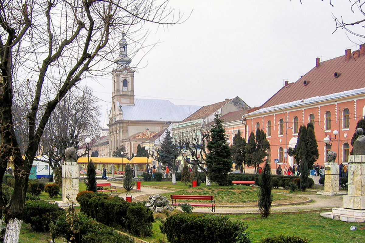 Der Piața Libertății ist der beste Ausgangspunkt für eine Sightseeing-Tour durch Sighetu Marmatiei, Rumänien - © Fraba / gemeinfrei/Wiki