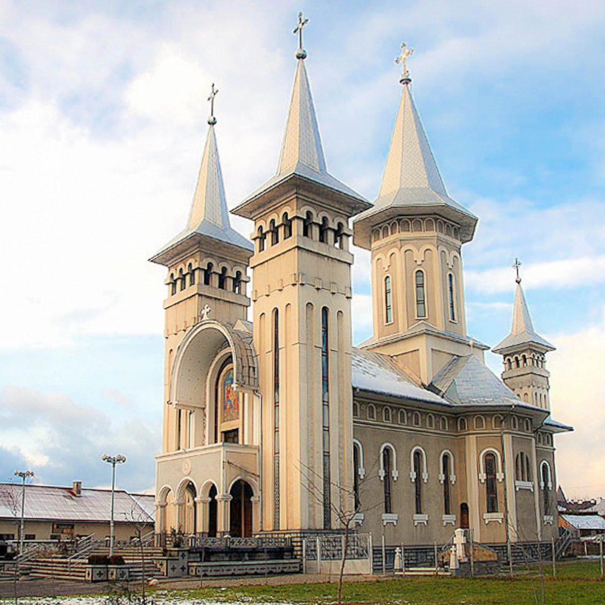 Die orthodoxe Kirche in Sighetu Marmatiei, Rumänien, ist das wohl auffälligste Gebäude der Stadt - © Fuchs / CC BY-SA 3.0/W