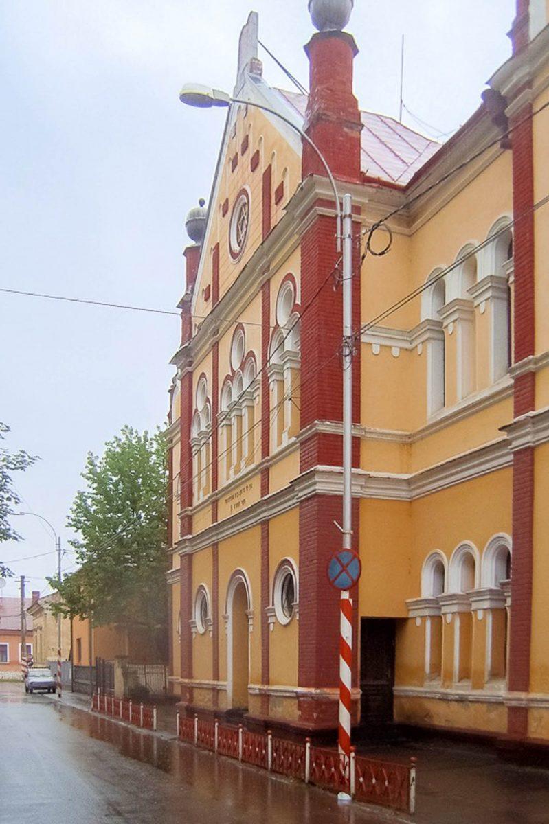 """Die Synagoge im jüdischen Viertel """"Schtetl"""" ist die letzte von ehemals acht, die in Sighetu Marmatiei nach dem Zweiten Weltkrieg noch übrig ist, Rumänien - © Vberger PD/Wiki"""