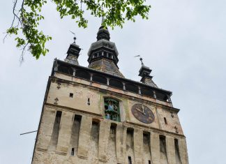 Blick auf Rumäniens einzige mechanische Uhr, die dem Stundturm in Sighisoara seinen Namen gab - © FRASHO / franks-travelbox