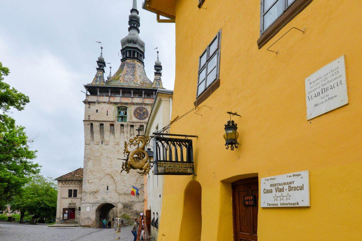 Der Legende zufolge soll das Vorbild für Graf Dracula, Vlad III. Drăculea, in diesem Haus in Sighisoara geboren worden sein, Rumänien - © FRASHO / franks-travelbox