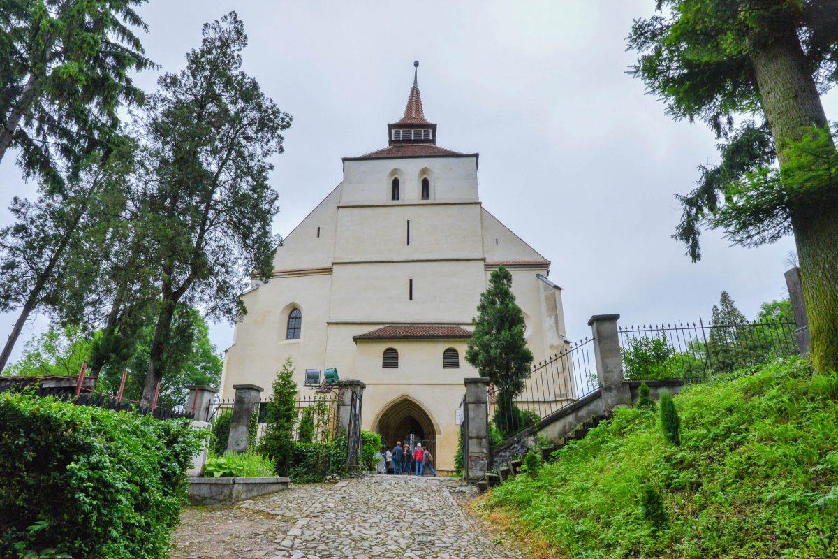 Die unverwechselbare Schäßburger Bergkirche thront auf dem Gipfel des Schulberges über der Altstadt von Sighisoara und ist heute eher Museum als Kirche - © FRASHO / franks-travelbox