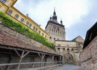 Sighisoara (Schäßburg) in Rumänien zählt mit seinen verschachtelten Dächern und zauberhaften Bauten zu den schönsten mittelalterlichen Stadtzentren Europas - © FRASHO / franks-travelbox