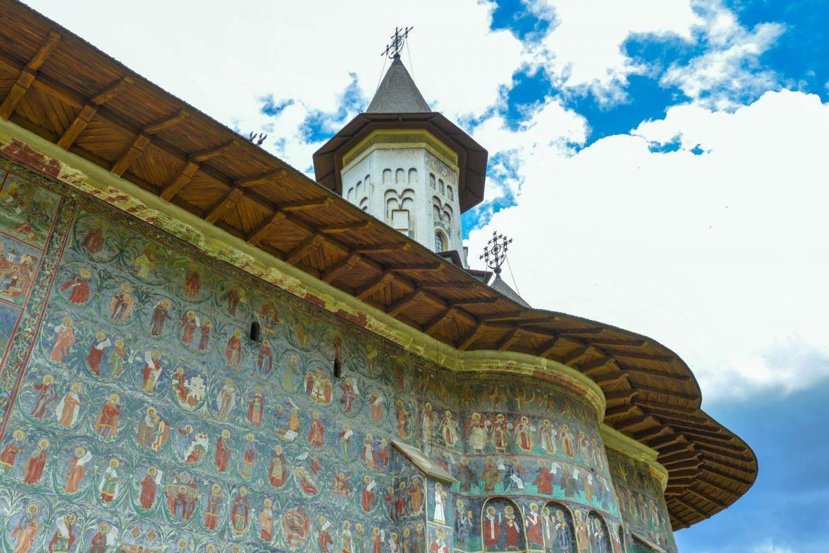 Als Künstler der Fresken am Kloster von Sucevița werden die Brüder Ion und Sofronie Zugravul genannt, Rumänien - © FRASHO / franks-travelbox
