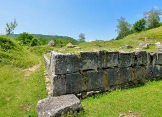 Trotz seiner mächtigen Mauern wurde Costești-Cetățuie im zentralen Rumänien im Zuge des Zweiten Dakischen Krieges, von den Römern in Brand gesetzt - © FRASHO / franks-travelbox