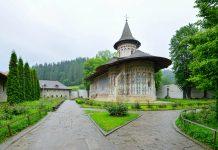 Das Kloster Voroneț im gleichnamigen Dorf im Norden Rumäniens beherbergt die wohl prächtigste Kirche aller bemalten Moldauklöster der Bukowina - © FRASHO / franks-travelbox