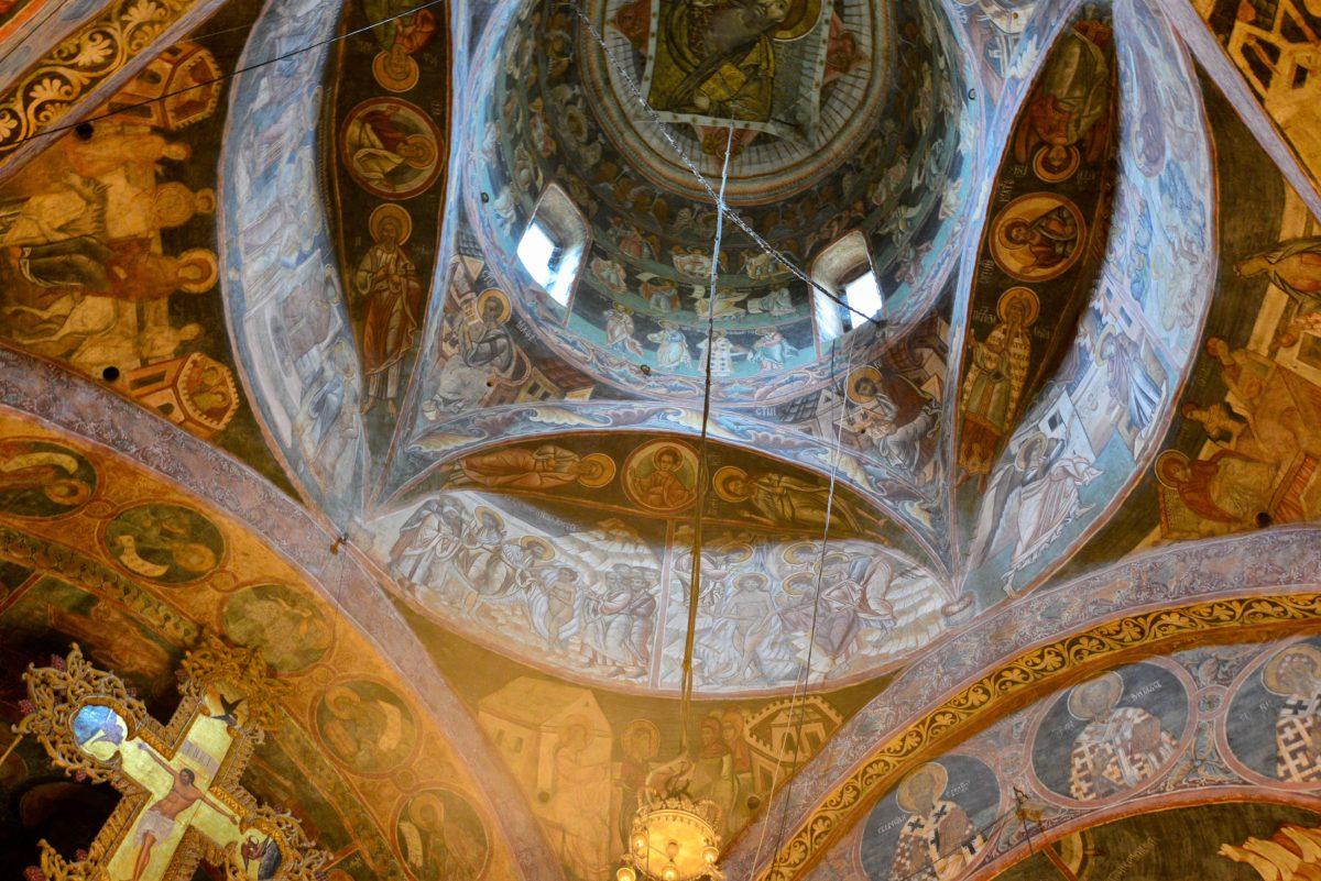 Die herrlichen Fresken am Kloster Voronet setzen sich auch im Inneren der Kirche fort und sind bis heute erstaunlich gut erhalten, Rumänien - © FRASHO / franks-travelbox