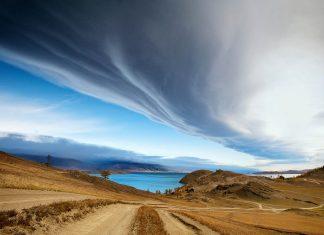 Der Baikalsee im südlichen Russland ist der tiefste und älteste See der Welt - © sav-in / Shutterstock