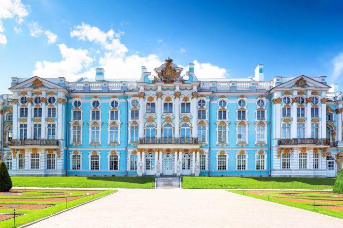 Der überwältigende Katharinenpalast in der ehemaligen Zarenresidenz Puschkin (Zarskoje Selo), Russland - © Vitas / Fotolia
