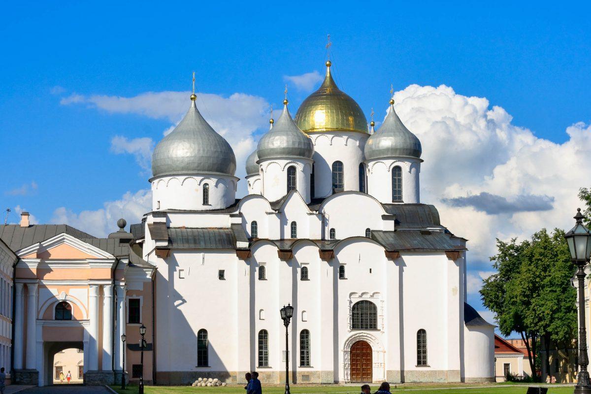 Die Sophien-Kathedrale in Nowgorod ist das älteste Kirchengebäude in Russland, das noch genutzt wird, Russland - © filosof - Fotolia
