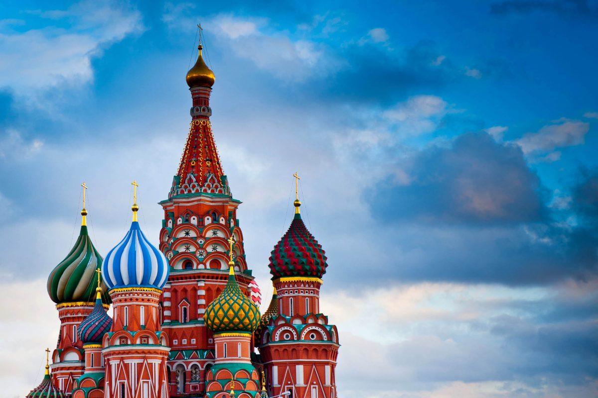 Der scheinbar wirren Architektur der Basilius-Kathedrale liegt in Wahrheit eine versteckte Symmetrie zu Grunde, Moskau, Russland - © E. O. / Shutterstock