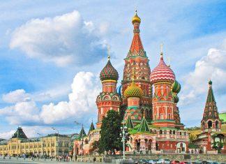 Die Basilius-Kathedrale mit ihre farbenprächtigen Fassade und den bunten Zwiebeltürmen stellt ein fantastisches, international bekanntes Postkartenmotiv dar, Moskau, Russland - © irbis2007 / Fotolia