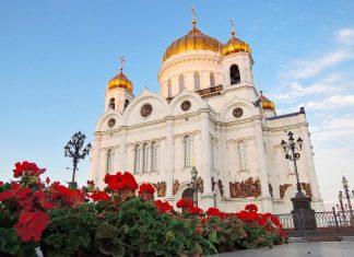 Die fünf goldenen Kuppeln der Christ-Erlöser-Kirche in Moskau, Russland, symbolisieren Jesus Christus und die vier Evangelisten - © Ekaterina Bykova / Shutterstock