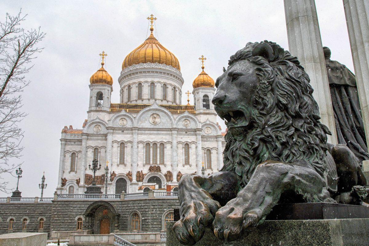 Die große Kuppel der Christ-Erlöser-Kirche in Moskau, Russland, hat einen Durchmesser von rund 30 Metern und ist fast 80 Meter hoch - © vladimir salman / Shutterstock