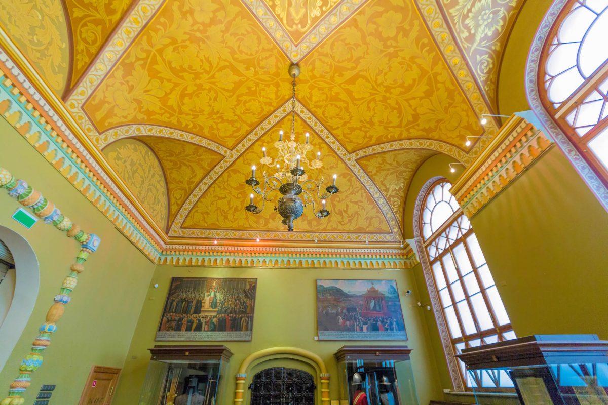 Im Historischen Museum von Moskau kann die Geschichte Russlands anhand von knapp 4,5 Millionen Ausstellungsstücken nachvollzogen werden - © Lagutkin Alexey / Shutterstock