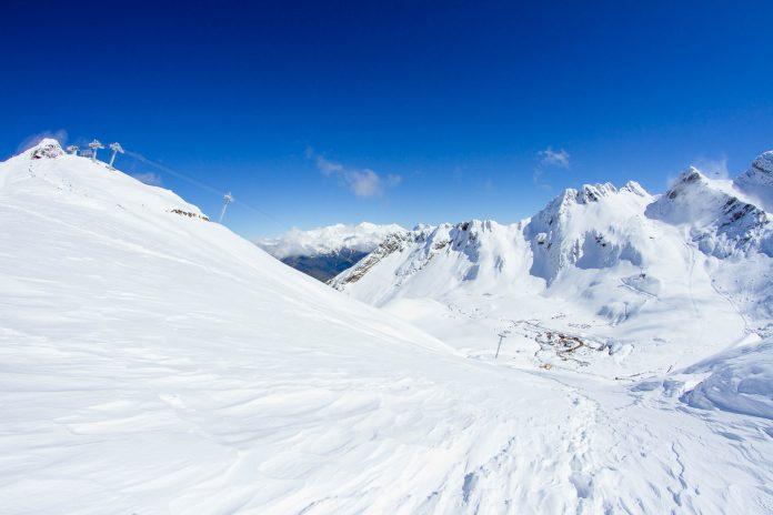 In den Bergen um den russischen Skiort Krasnaja Poljana wurden 2014 die Olympischen Winterspiele abgehalten, Russland - © Merkushev Vasiliy/Shutterstock