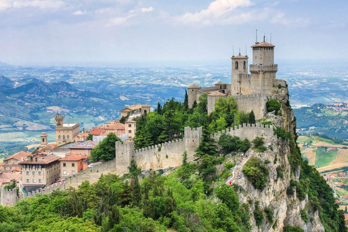 Rocca della Guaita, der erste Wehrturm von Città di San Marino auf dem Berg Titano stammt aus dem 11. Jahrhundert - © Vladimir Sazonov / Shutterstock