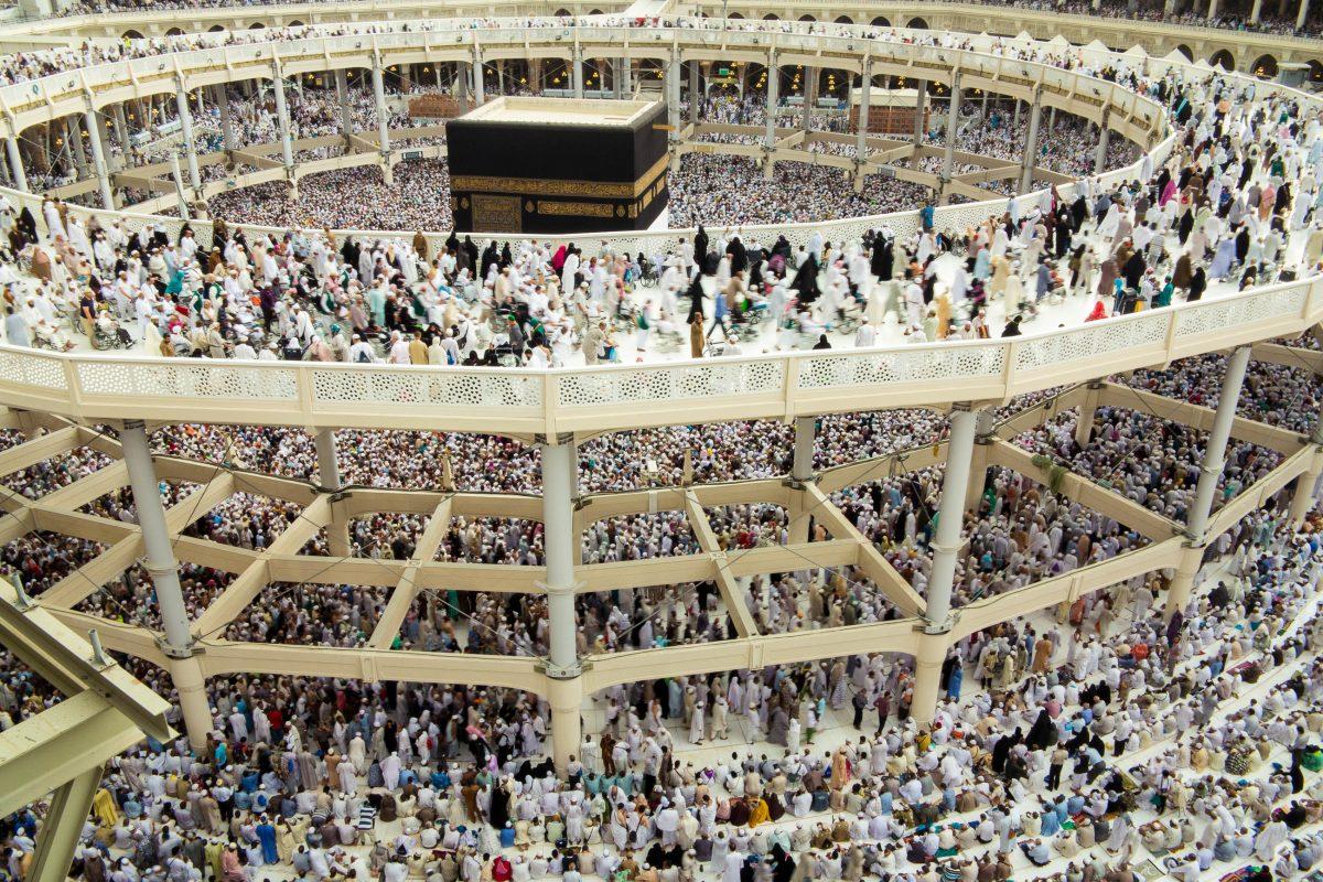 Die al-Haram-Moschee während des Haddsch, der traditionellen Pilgerreise nach Mekka, die jeder Muslim einmal in seinem Leben antreten sollte, Saudi-Arabien - © Zurijeta / Shutterstock